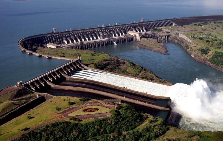 """""""El Tratado de Itaipú es muy antiguo y debe ser adecuado al derecho de aguas"""""""
