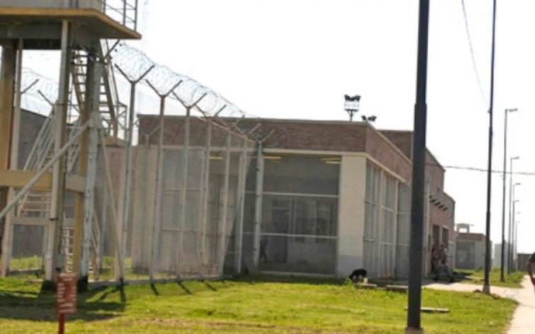 Autorizan un espacio en la cárcel para niños que visitan a ofensores sexuales