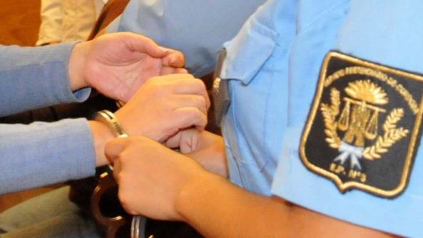 El beneficio de prisión domiciliaria para la madre de hijos menores o discapacitados no se extiende al padre