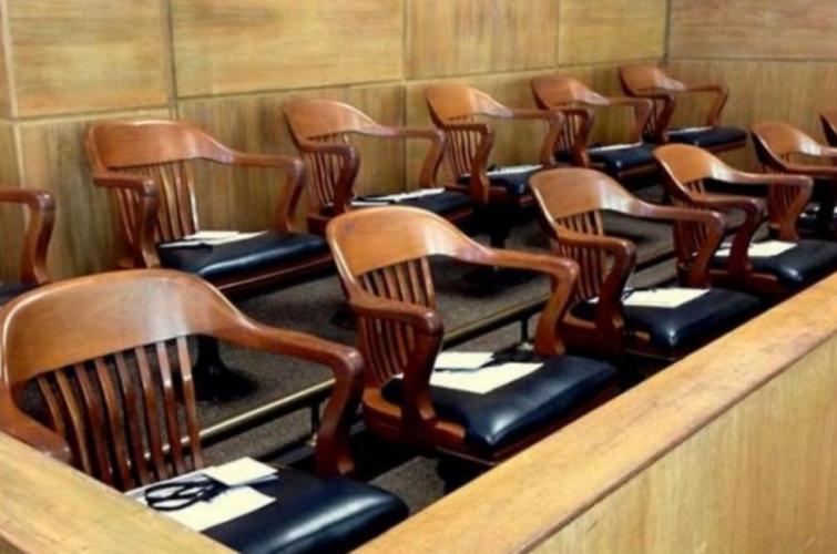 Cuestiones sobre la función del juicio por jurados en Argentina y la posibilidad de regular Jurados Civiles.