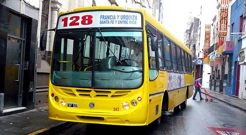 Pasajera de autobús público practica sexo oral