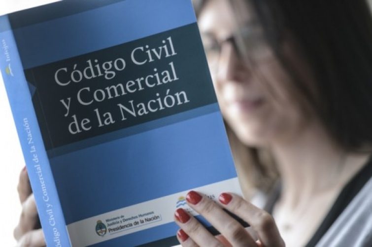 El gobierno creó una comisión para modificar el Código Civil y Comercial en forma parcial