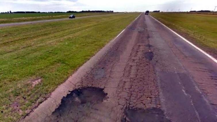 Indemnización de un millón de pesos para una persona que volcó con su auto debido a un pozo en la autopista Rosario-Córdoba