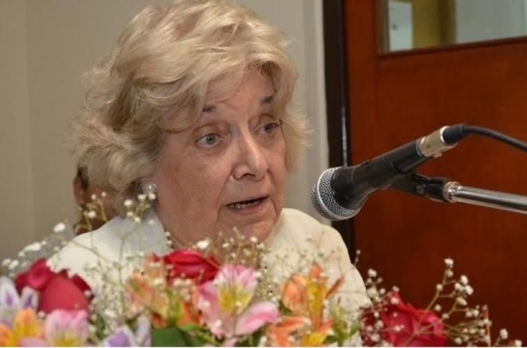 Olga Cabrera Hansen es Abogada Distinguida