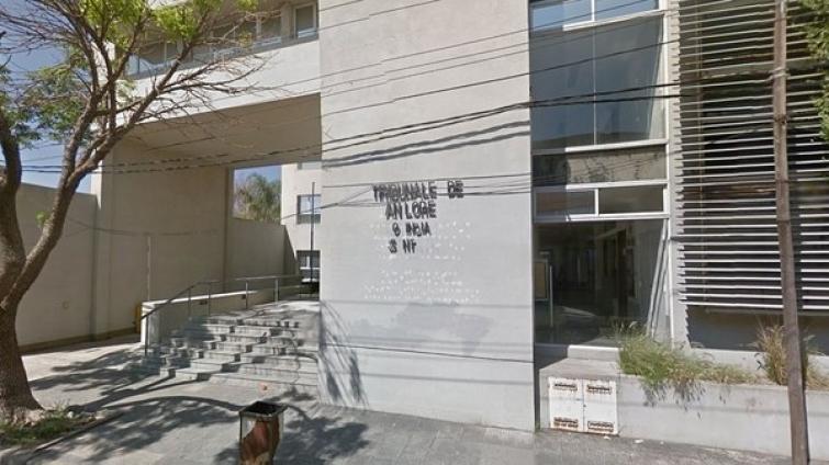 Otra vez las balas: balearon el frente de los tribunales de San Lorenzo