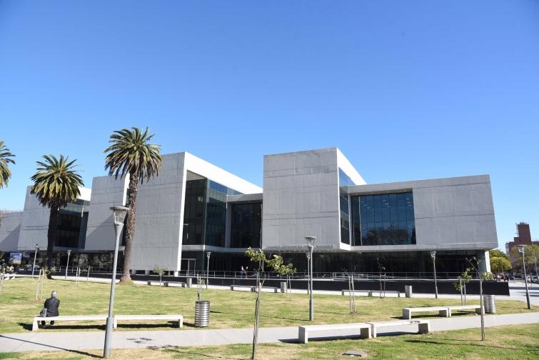 Prohibieron la circulación vehicular en torno al Centro de Justicia Penal por tiempo indeterminado