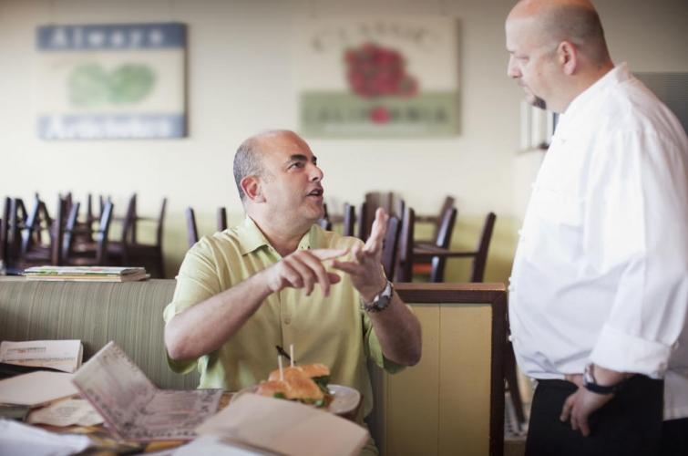 No al servicio de mesa en restaurantes: cobrar servicio de mesa es ilegal en La Plata