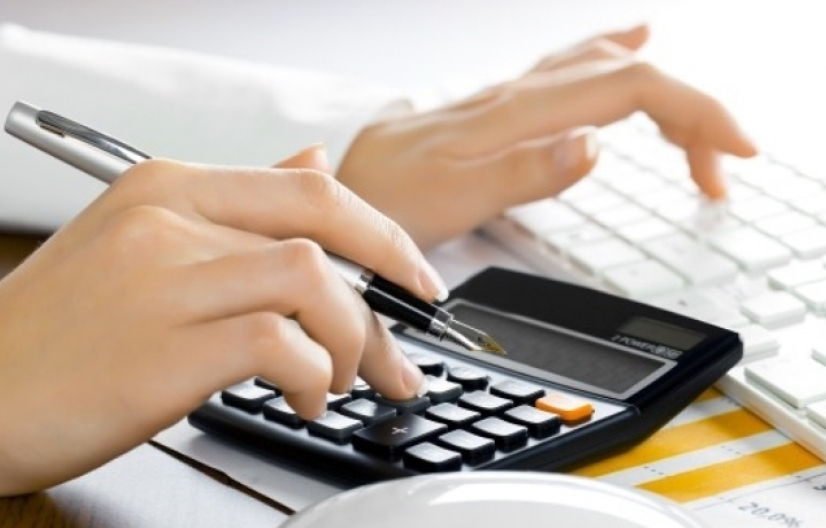 El pago del impuesto al cheque de quien deposita efectivo en la cuenta de otro fue avalado por la Corte