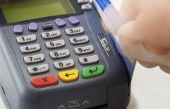 Los comercios deben aceptar tarjeta de débito como medio de pago