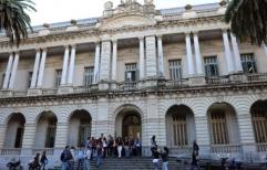 """Piden """"festejos responsables"""" a los graduados en derecho de la UNR"""