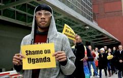 Uganda aprueba la cadena perpetua para la homosexualidad.